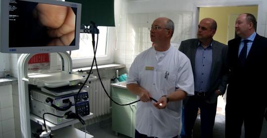 Nowy sprzęt endoskopowy do wykonywania kolonoskopii.